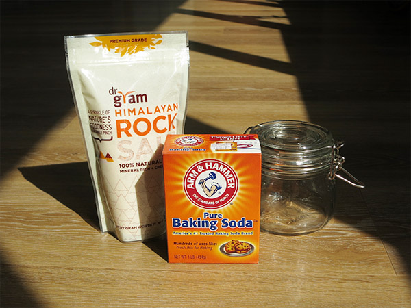 DIY Basic Tooth Powder_salt baking soda and jar